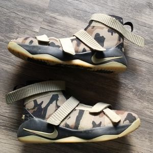 Lebron camo soldiers size 2.5 youth